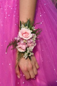 856874_close-uppink_dressflower-arm-hand1